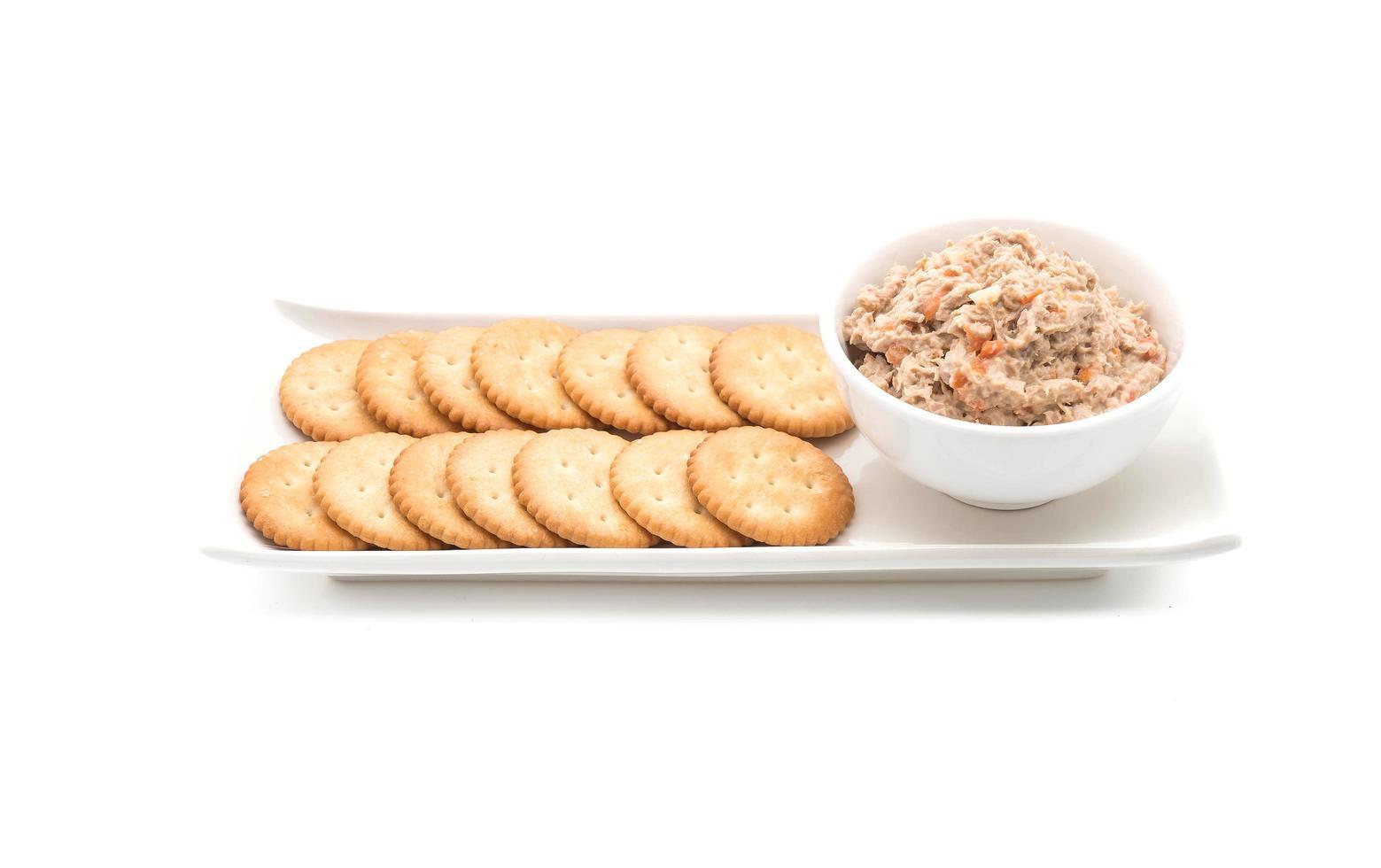 ensalada de atún con galleta foto