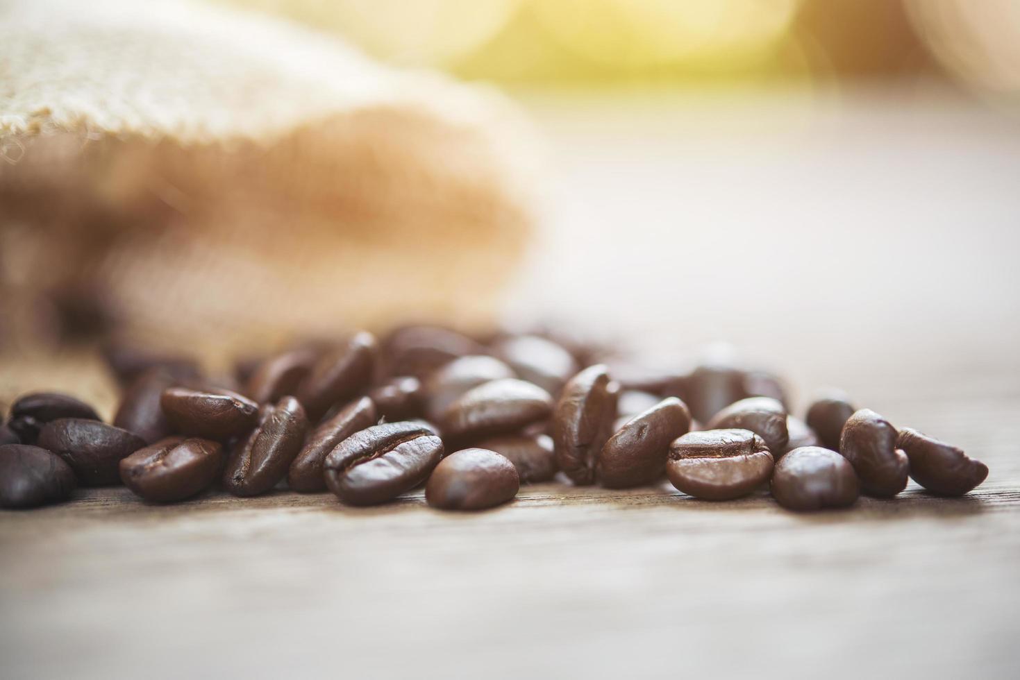 granos de café en una bolsa foto