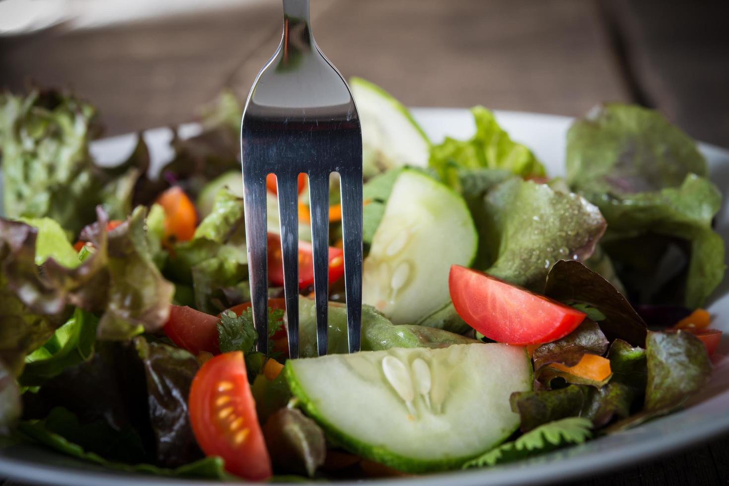 Close-up de ensalada de verduras frescas foto