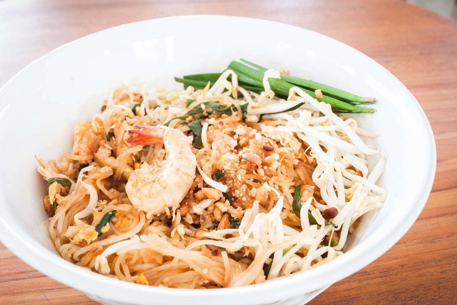 Bowl of pad thai photo