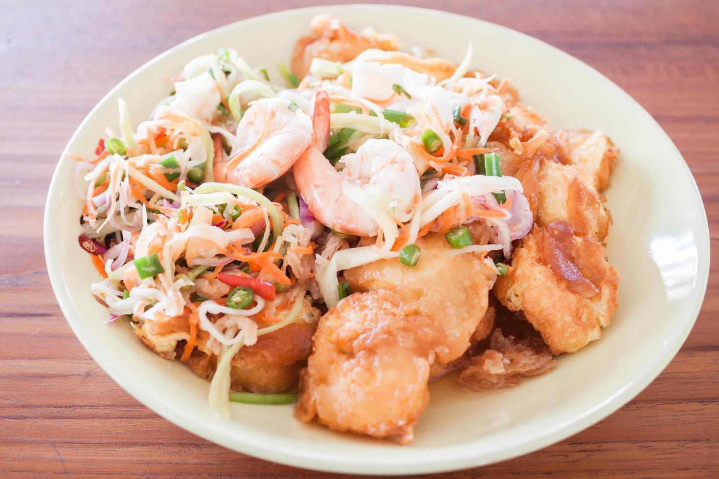 plato de camarones picantes foto