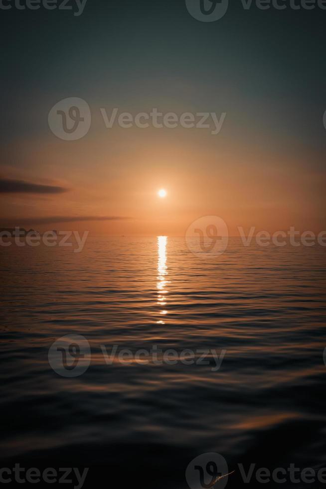 vista super relajante del horizonte del océano foto