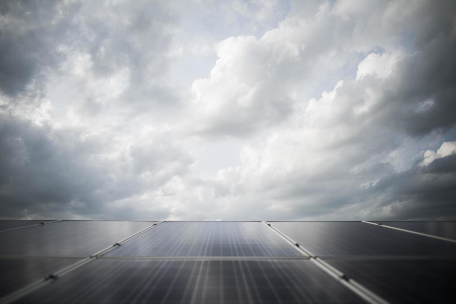 central eléctrica de la granja de la célula solar foto