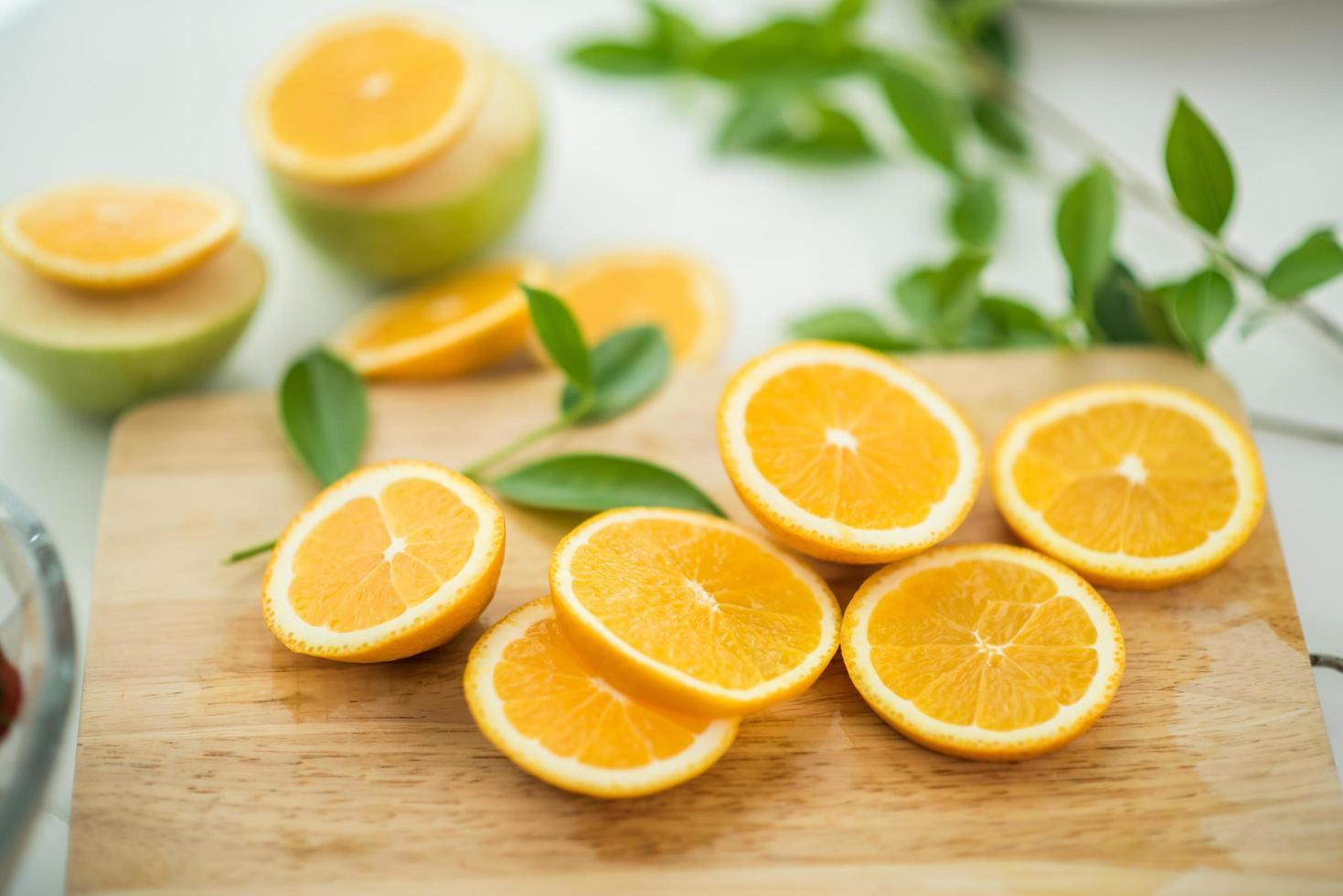 naranjas frescas en rodajas foto