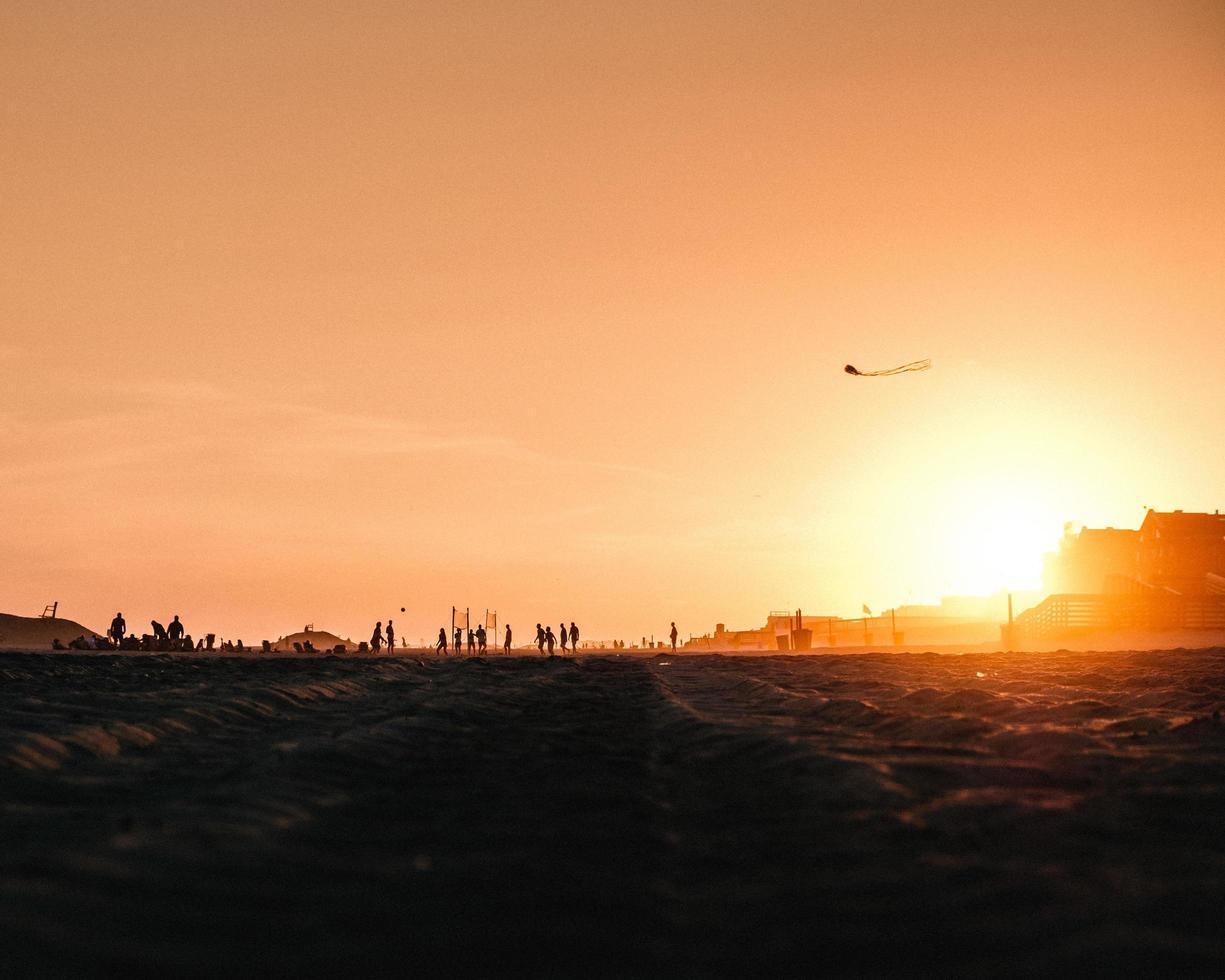 gente en la playa foto