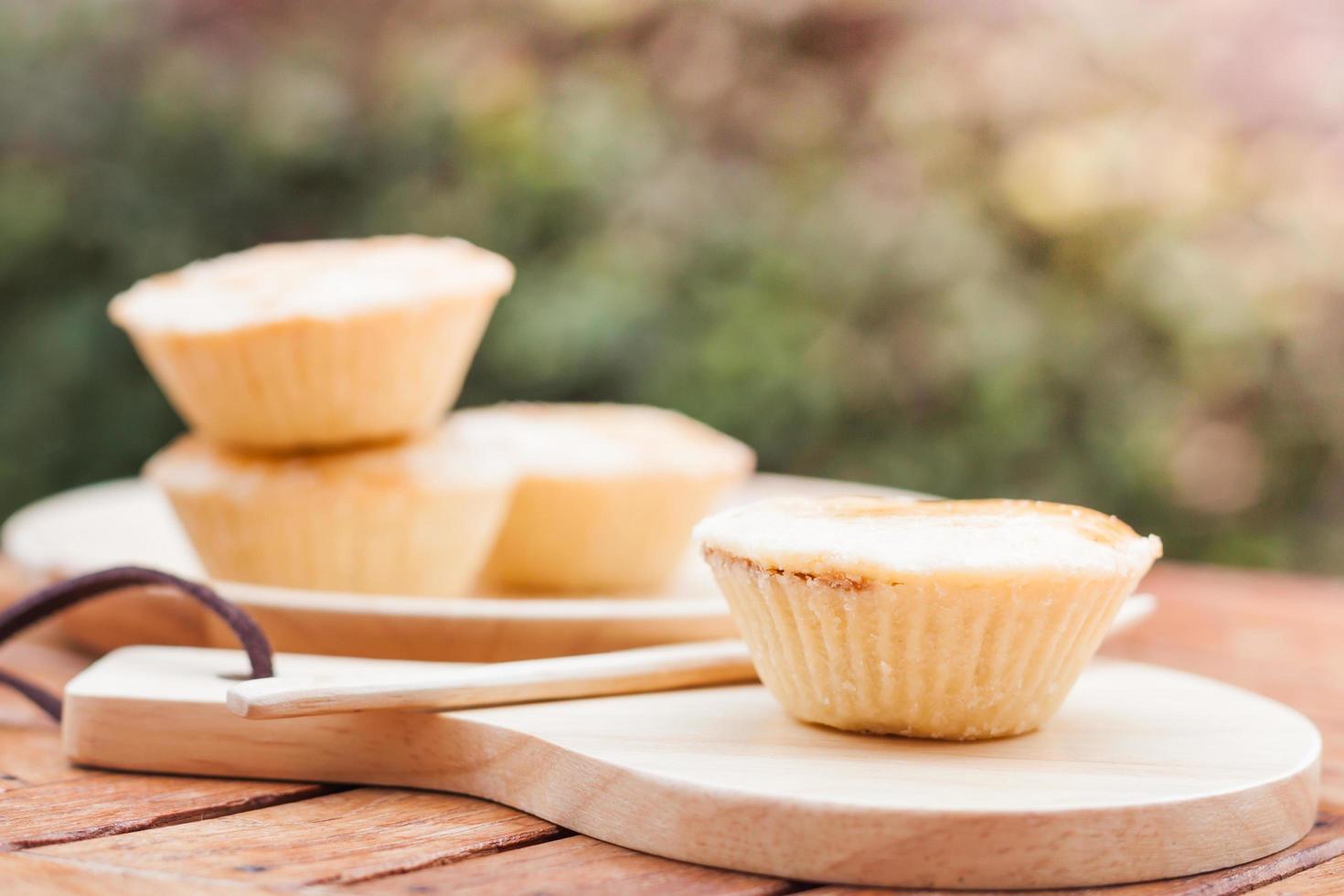 mini tartas en una mesa foto