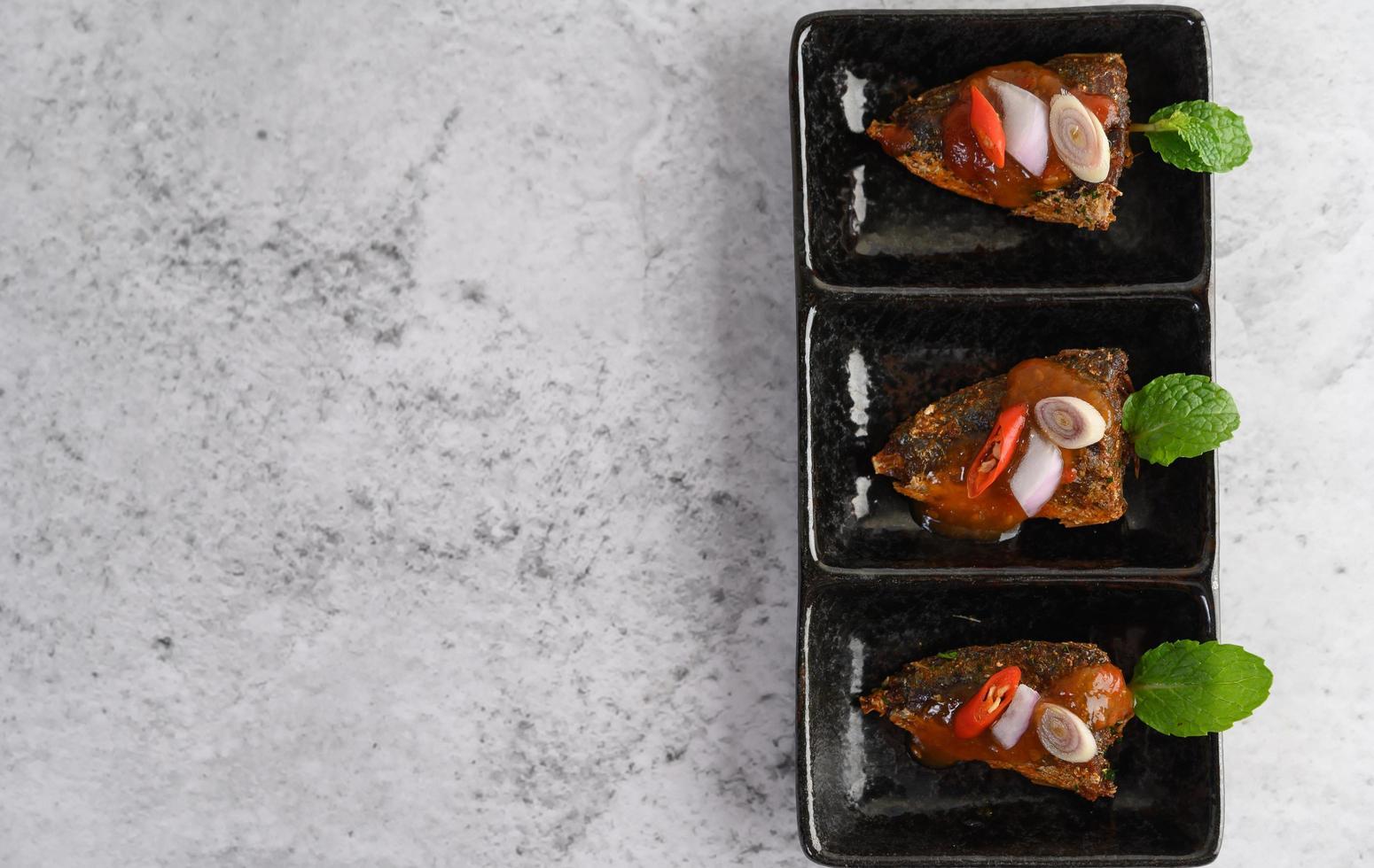 un aperitivo de sardinas picantes foto