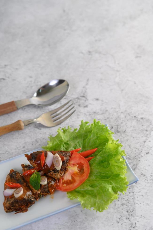 aperitivos con sardinas picantes foto