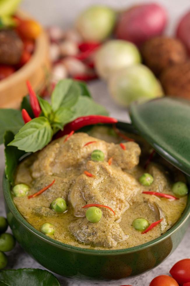 pollo al curry verde foto