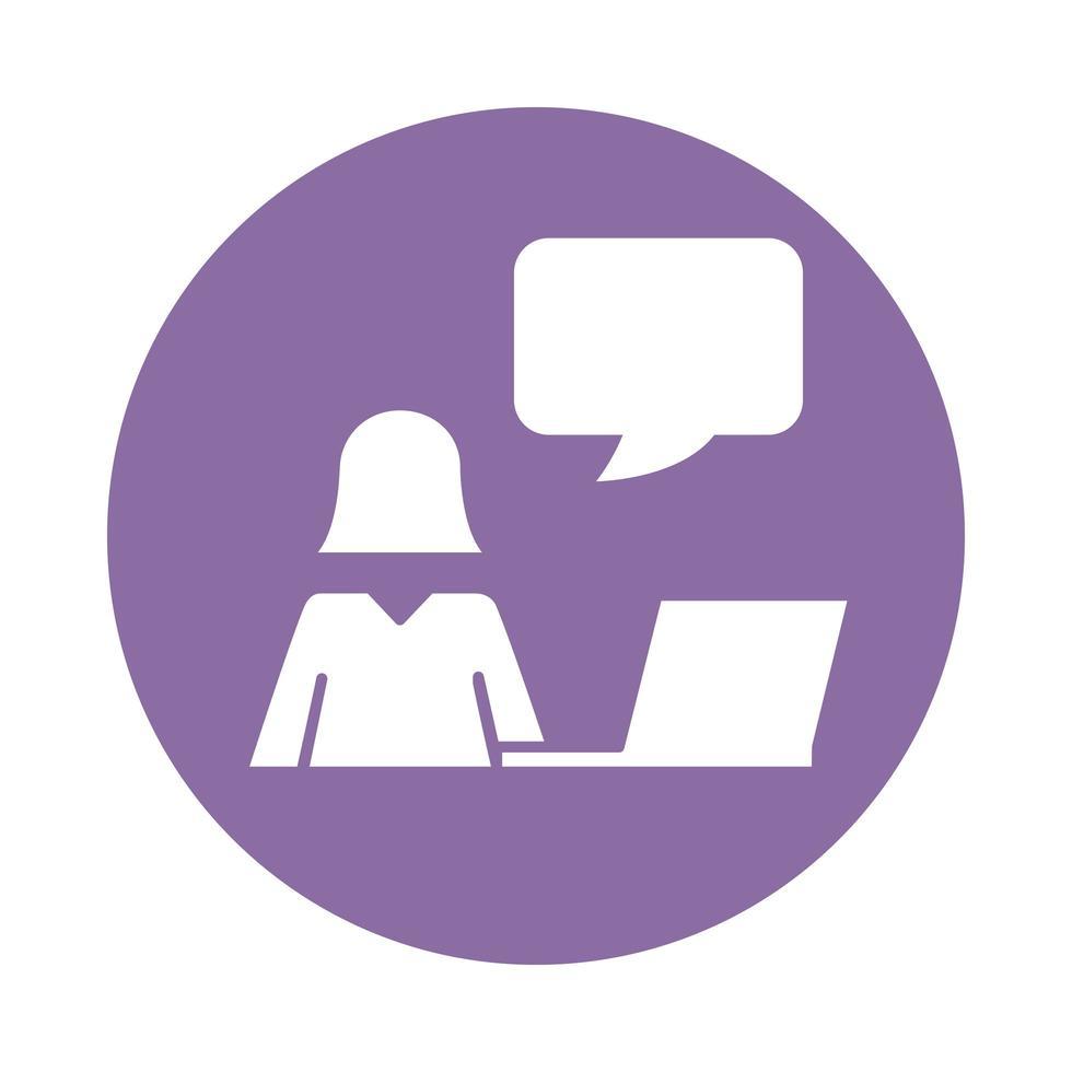 silueta de avatar femenino usando estilo de bloque portátil vector