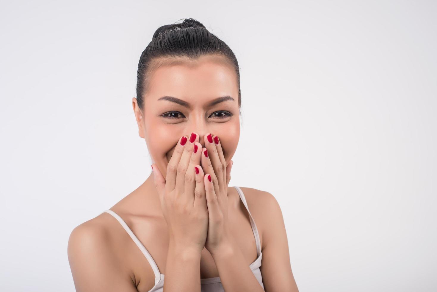 retrato de una mujer riendo foto