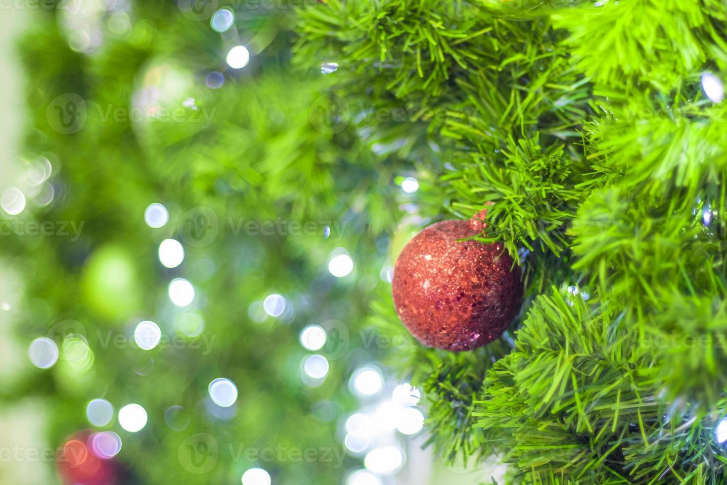 adorno rojo del árbol de navidad foto