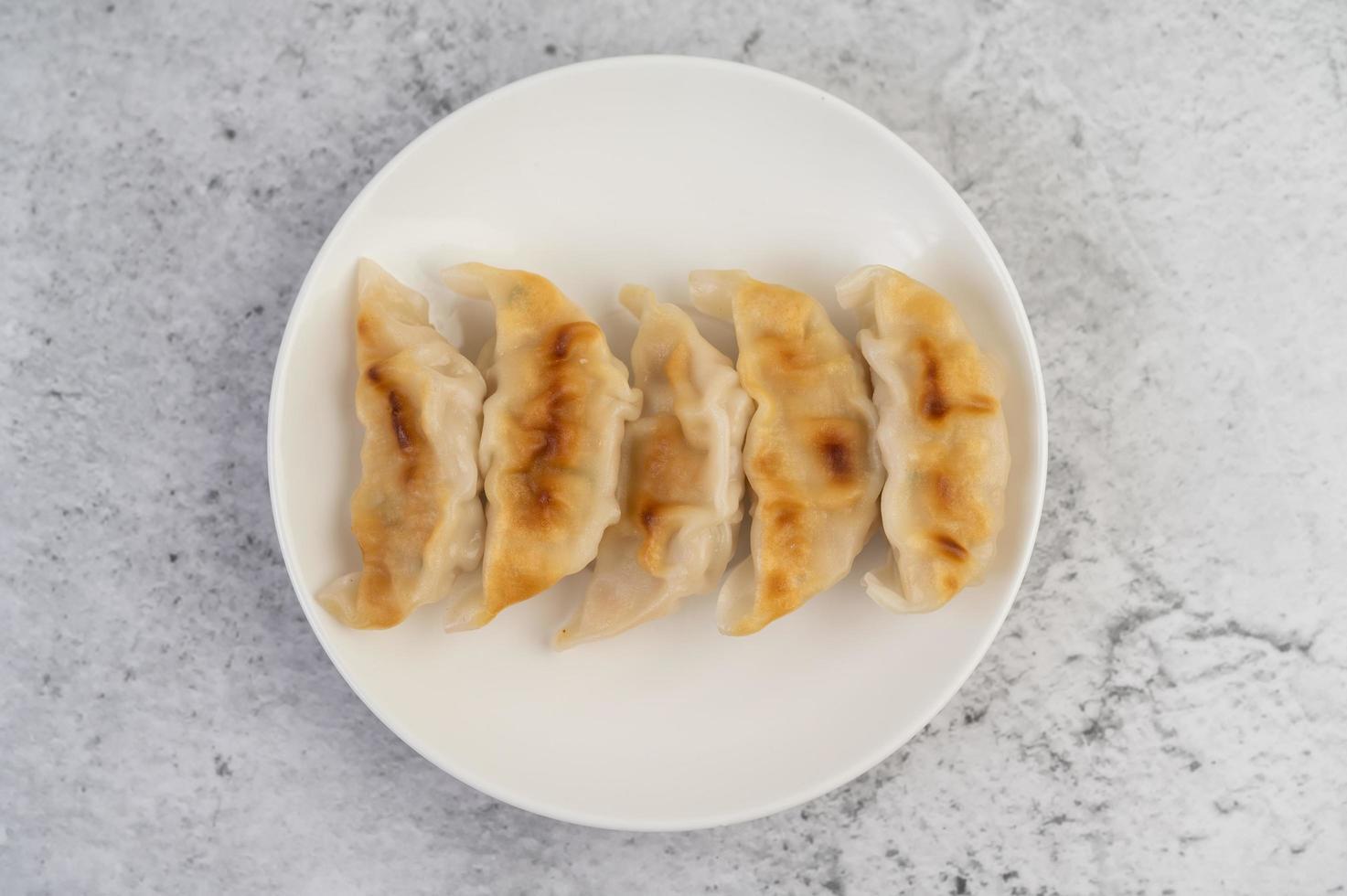 albóndigas tradicionales de gyoza foto