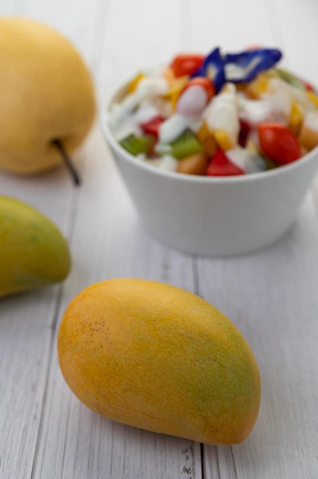 mangos maduros amarillos foto