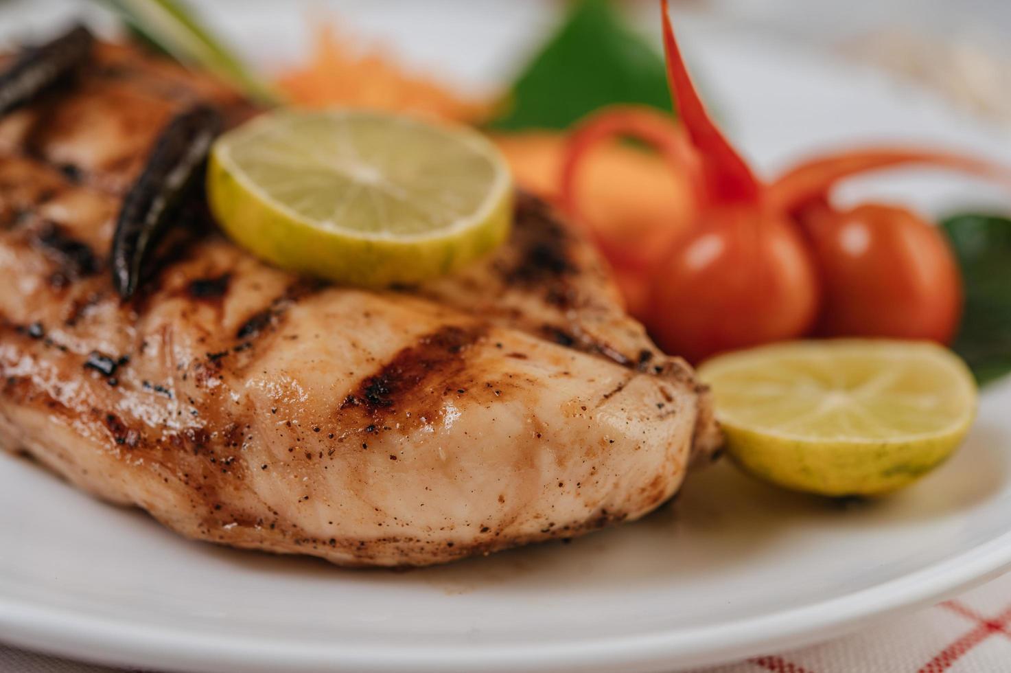 filete de pollo con verduras foto