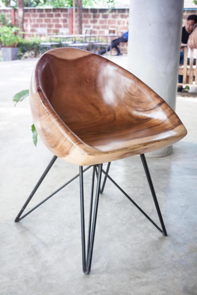 silla de madera moderna foto