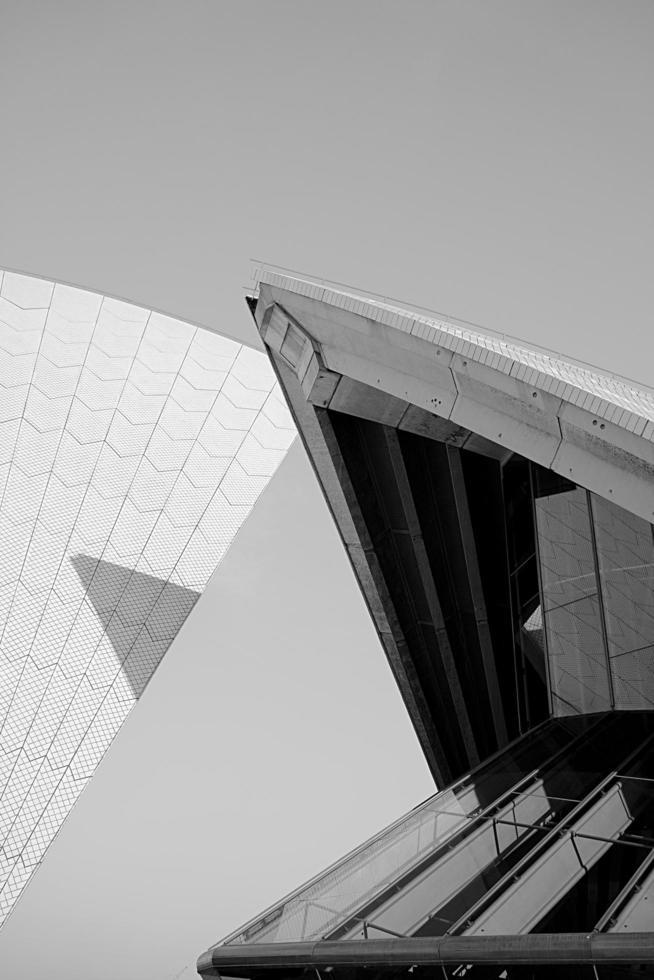 sydney, australia, 2020 - fotografía en blanco y negro de la ópera de sydney foto