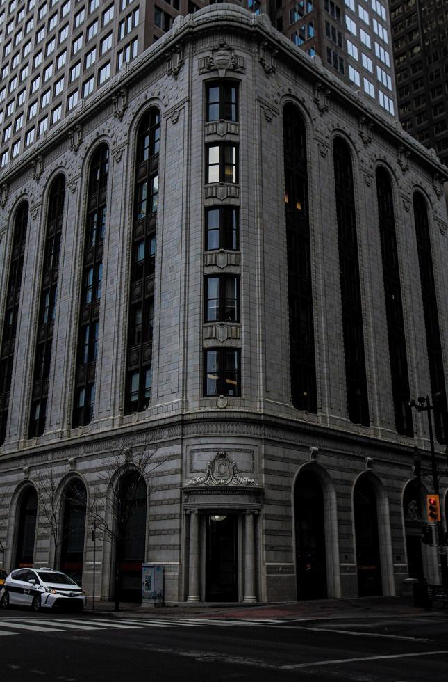 Edificio de hormigón gris en Calgary foto