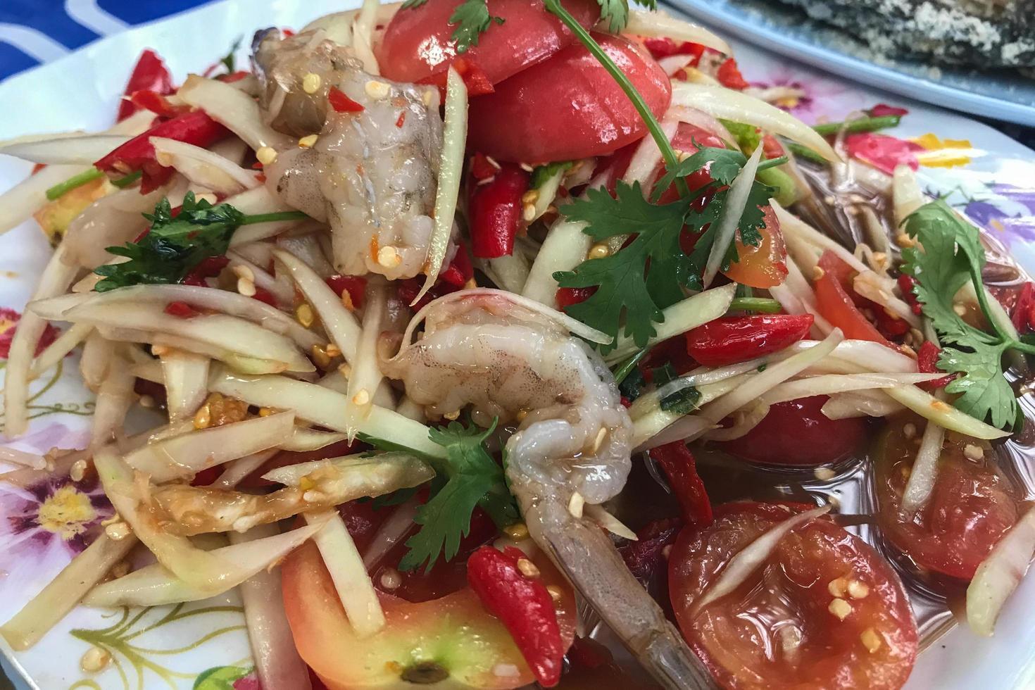 ensalada de papaya comida del noreste de Tailandia foto