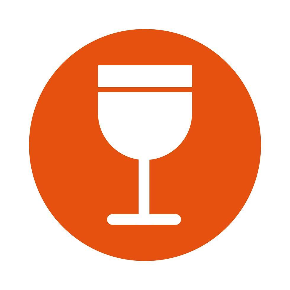 icono de estilo de bloque de bebida de copa de vino vector