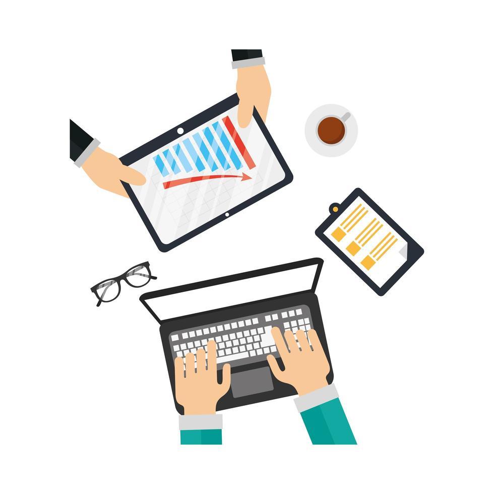 Manos en la computadora portátil y la tableta con diseño vectorial infográfico vector