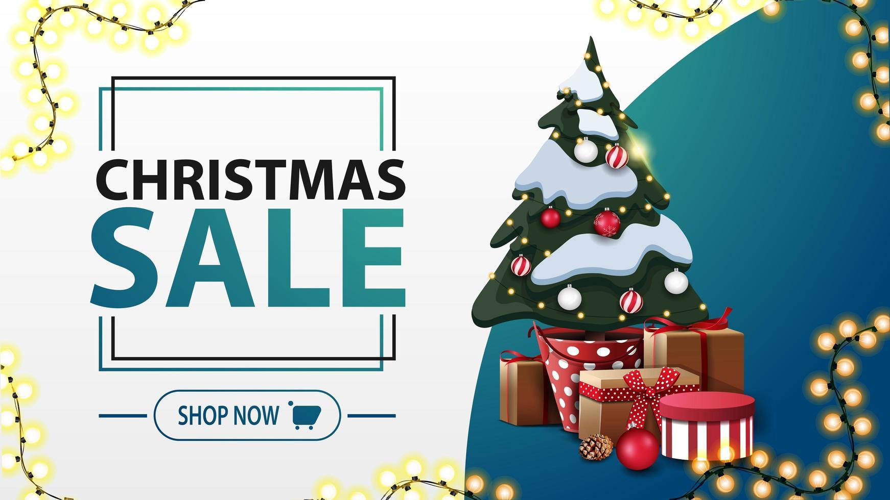 Venta de Navidad, banner de descuento blanco y azul en estilo minimalista con guirnalda y árbol de Navidad en una olla con regalos vector