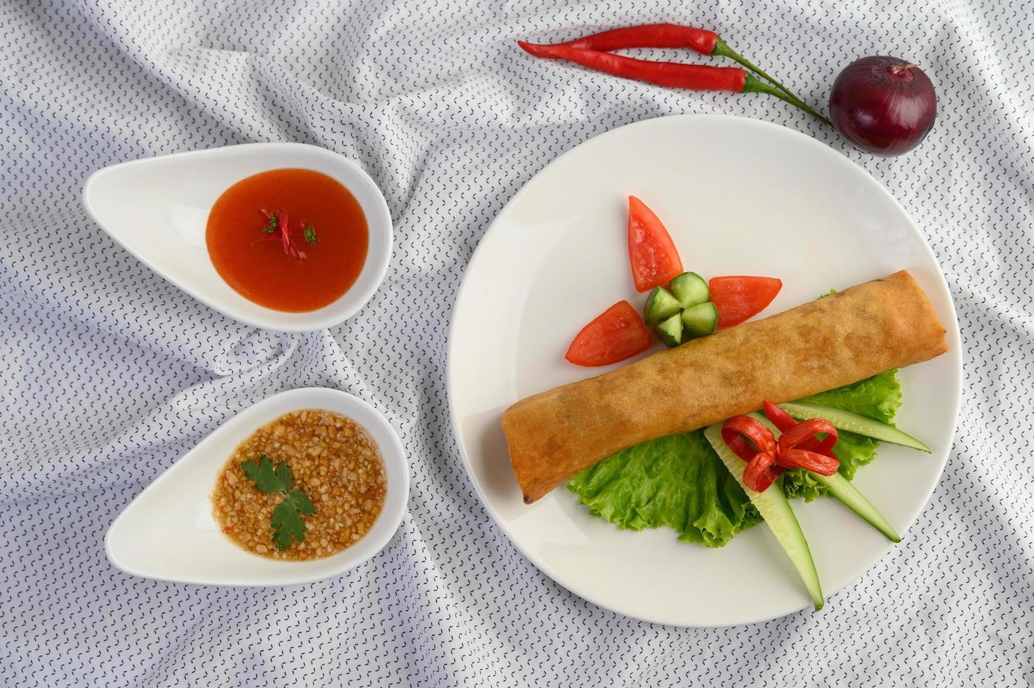 rollitos de huevo tailandés frito foto