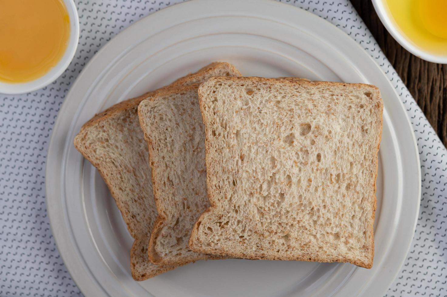 huevos, pan y harina de tapioca ingredientes foto