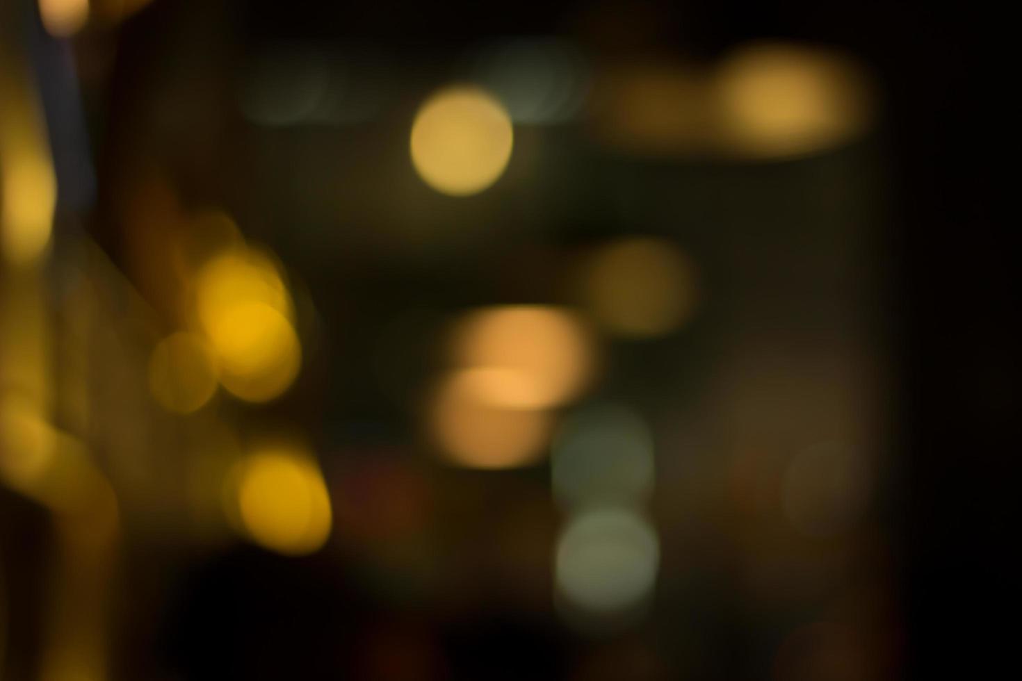 Luz nocturna de la ciudad abstracta con fondo desenfocado foto