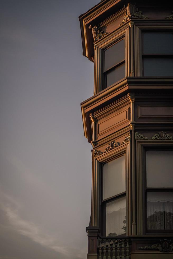 san francisco, ca, 2020 - edificio victoriano al atardecer foto
