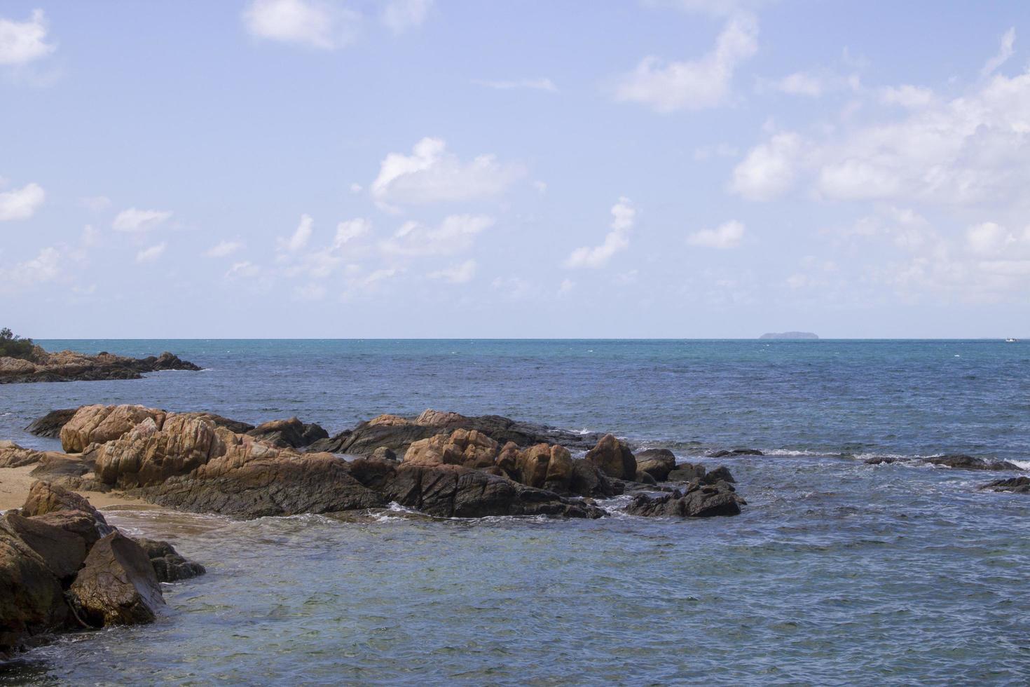 olas y rocas foto