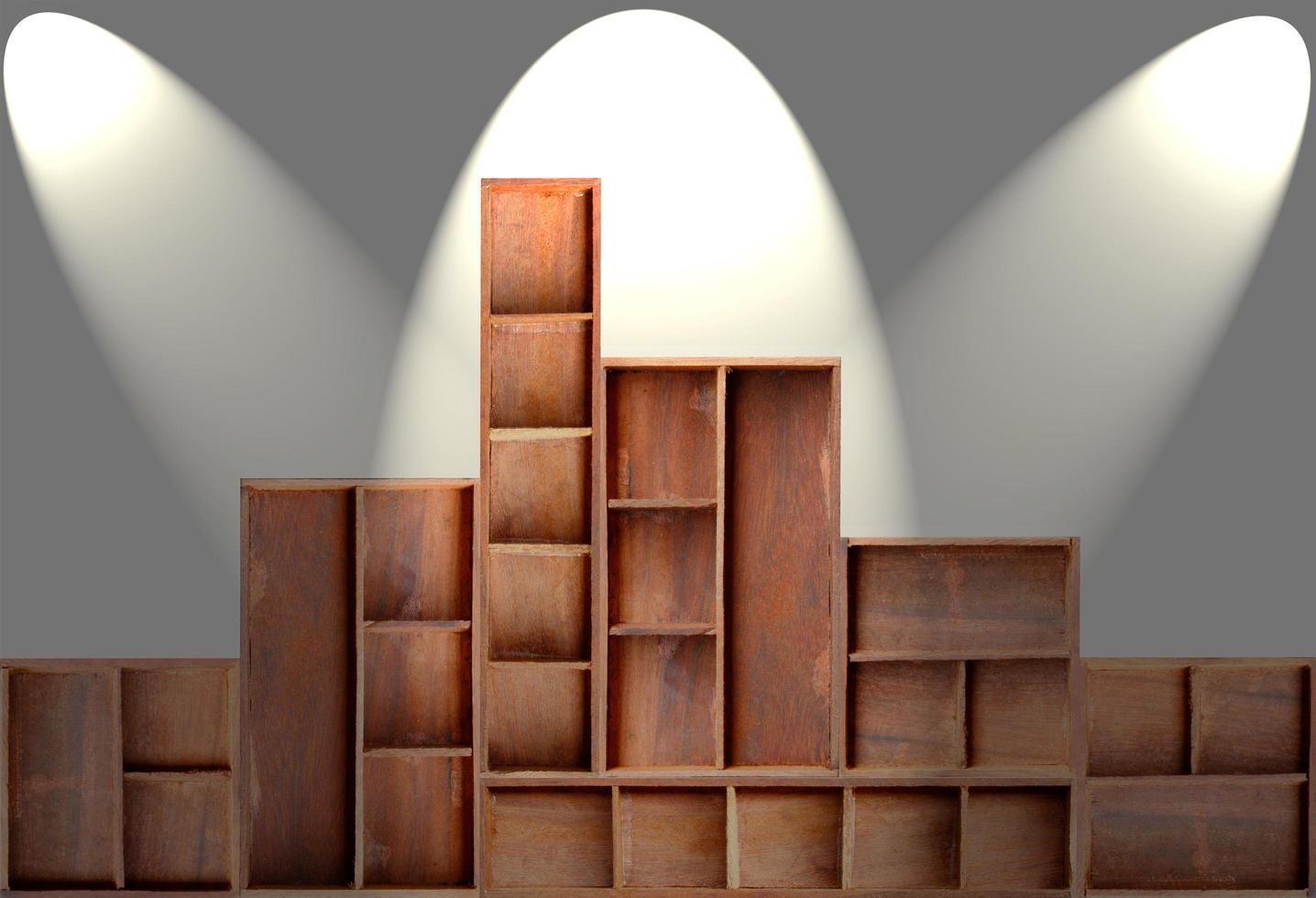 estante del gabinete de madera marrón vacío foto