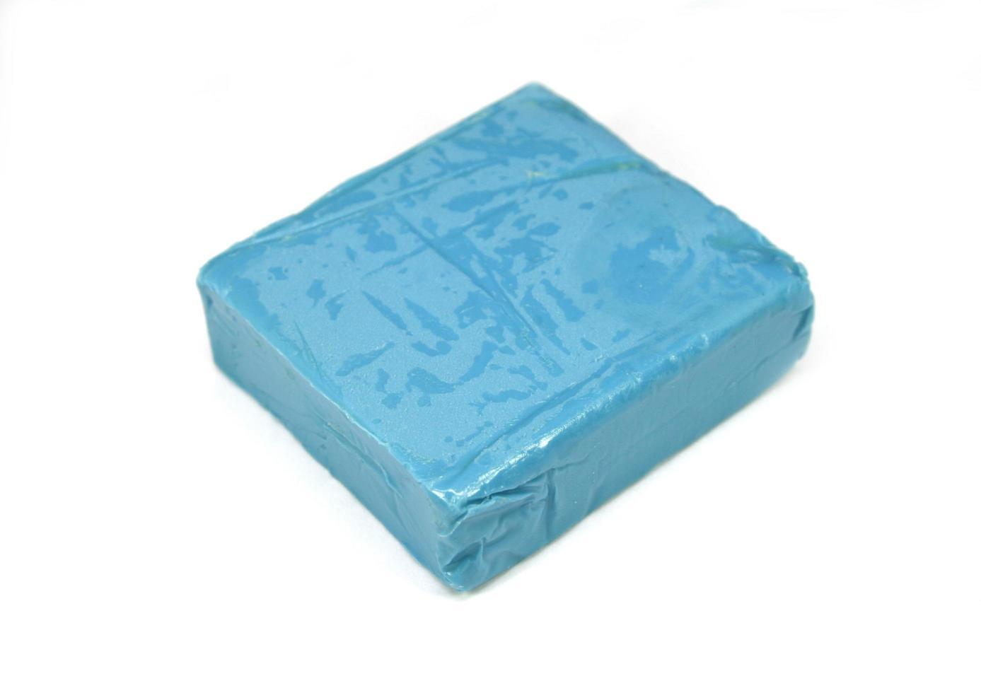 plastilina azul aislado en blanco foto