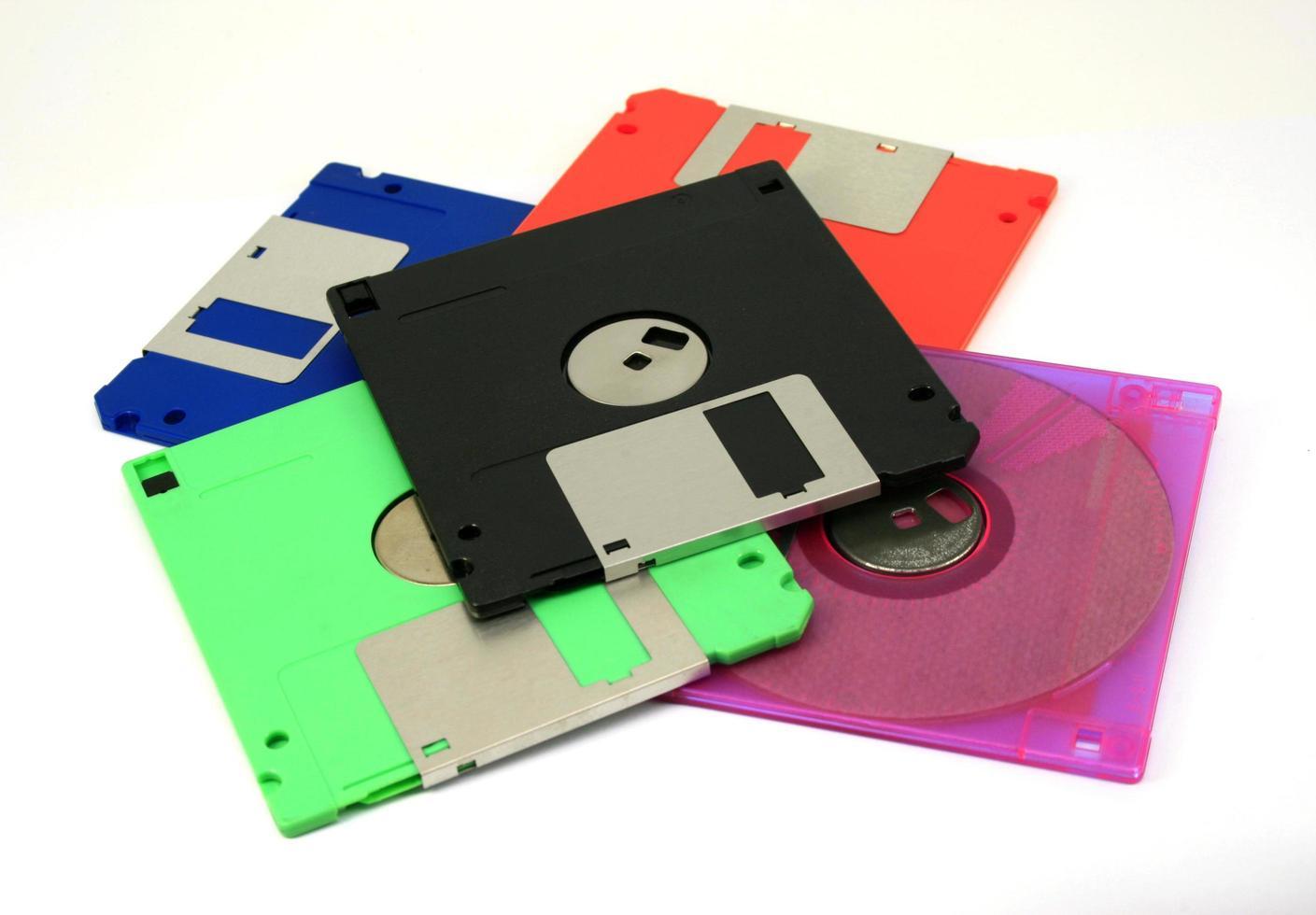 disquete sobre un fondo blanco foto