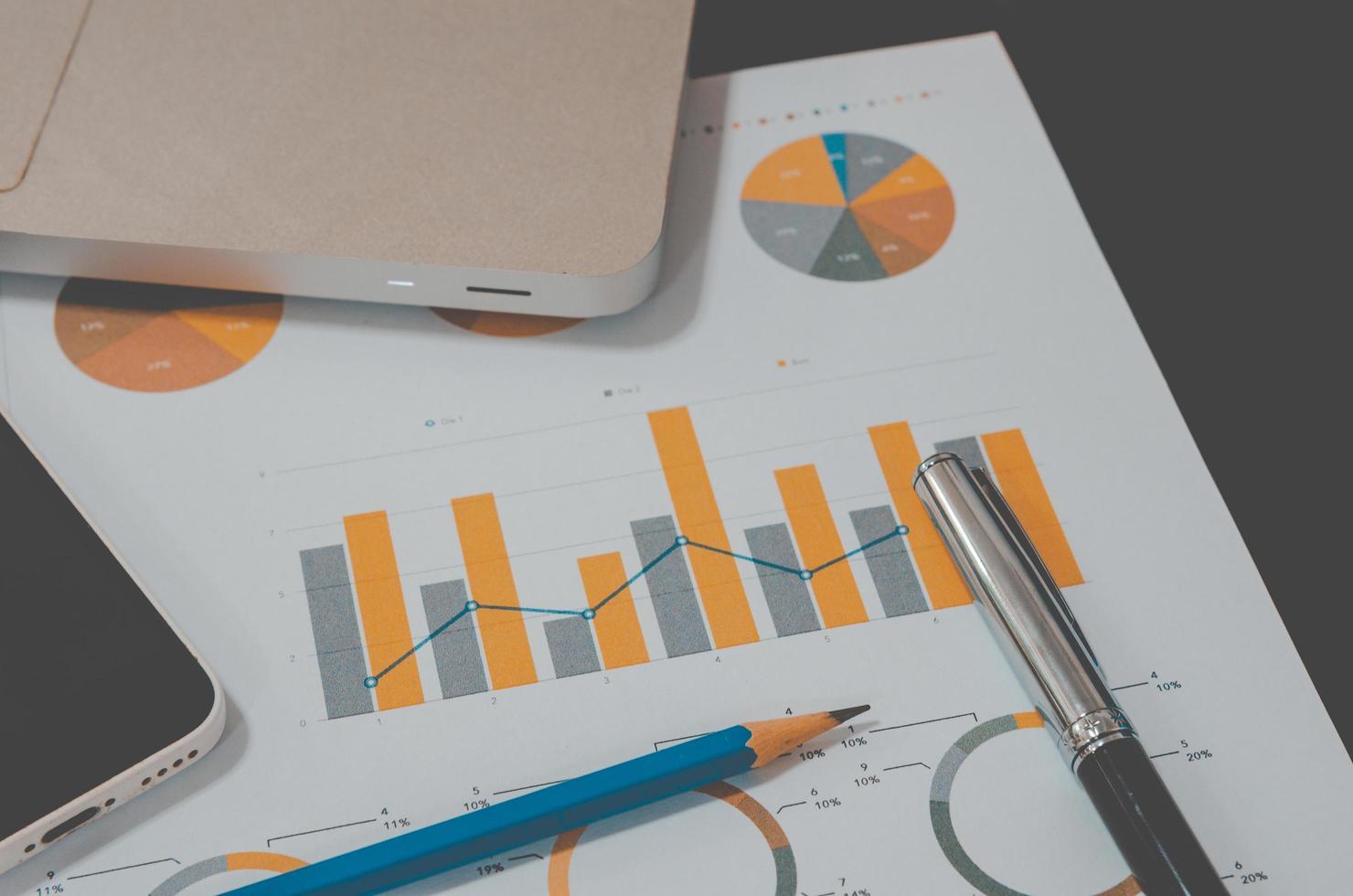 gráfico de negocios en un escritorio foto