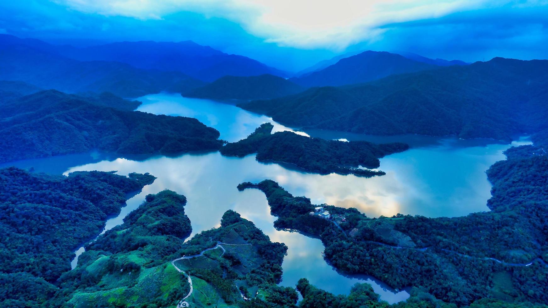 Aerial view of Thousand Island Lake photo