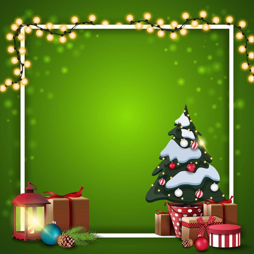 Plantilla en blanco cuadrada de Navidad verde con guirnalda envuelta en marco blanco, árbol de Navidad en una olla con regalos y lámpara vintage vector