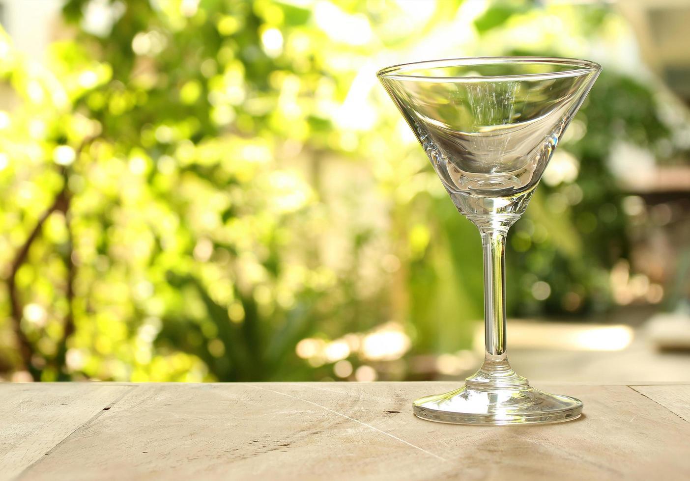 copa de martini vacía foto