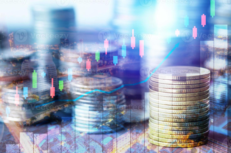 monedas con tecnología superpuesta. foto