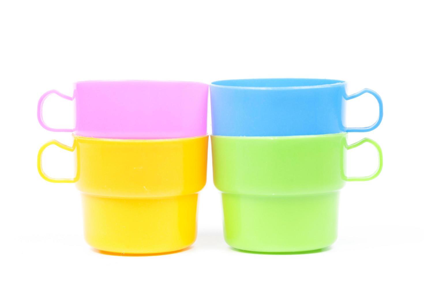 vasos de plástico multicolor foto