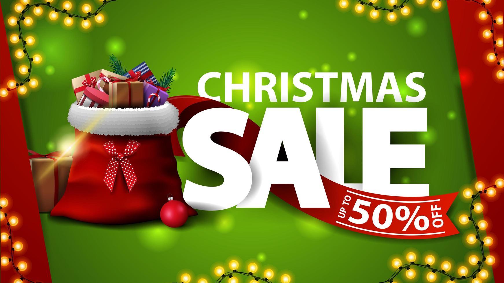 venta de navidad, hasta 50 de descuento, banner de descuento verde con letras grandes, guirnalda, cinta roja y bolsa de santa claus con regalos vector