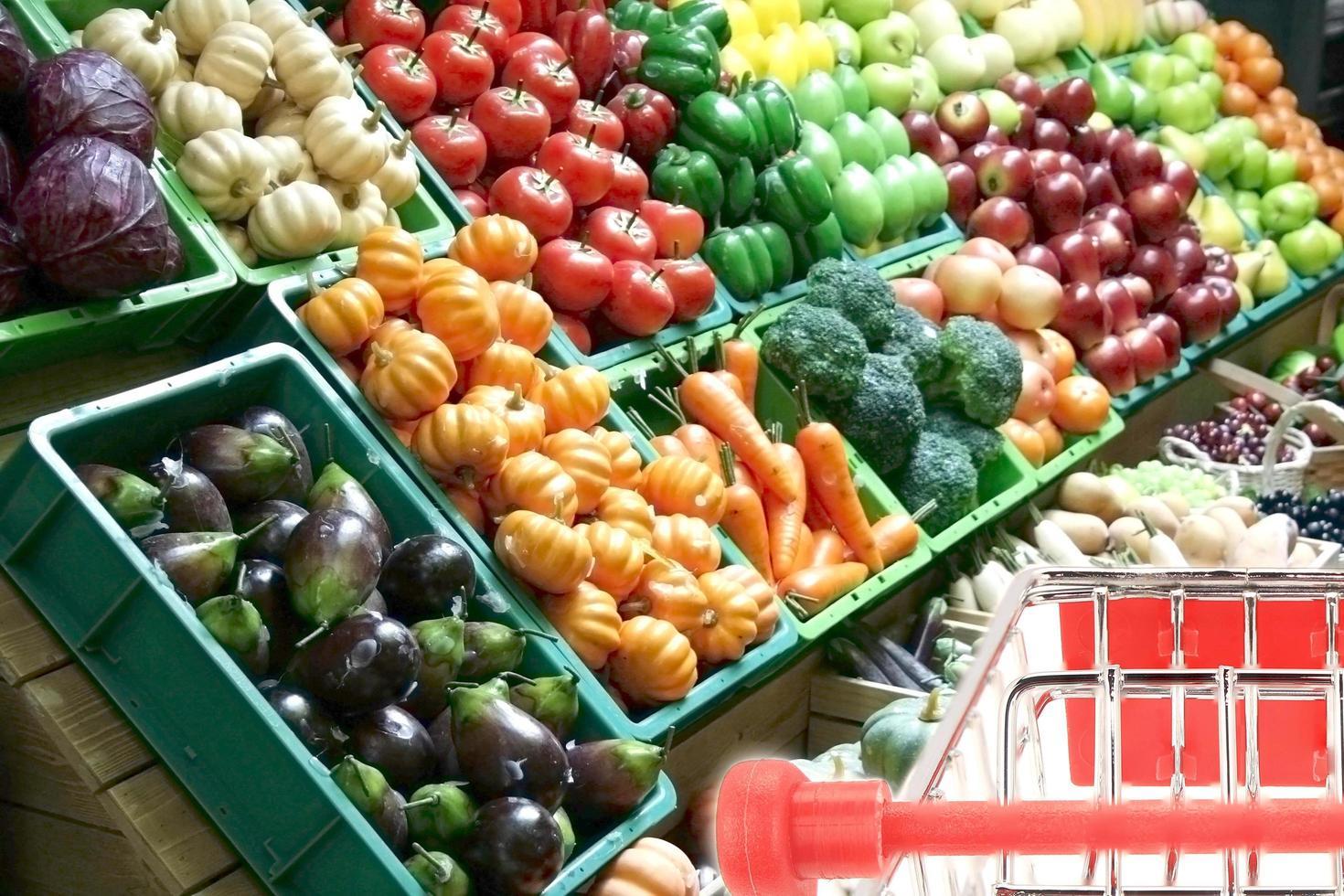 fruta en la tienda de comestibles foto