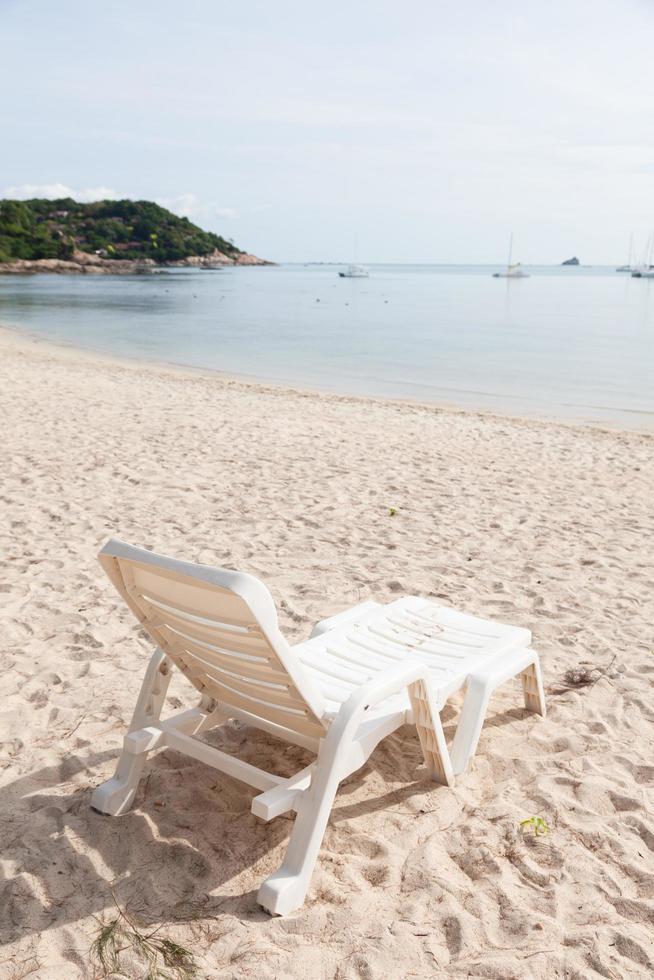 banco en la playa foto