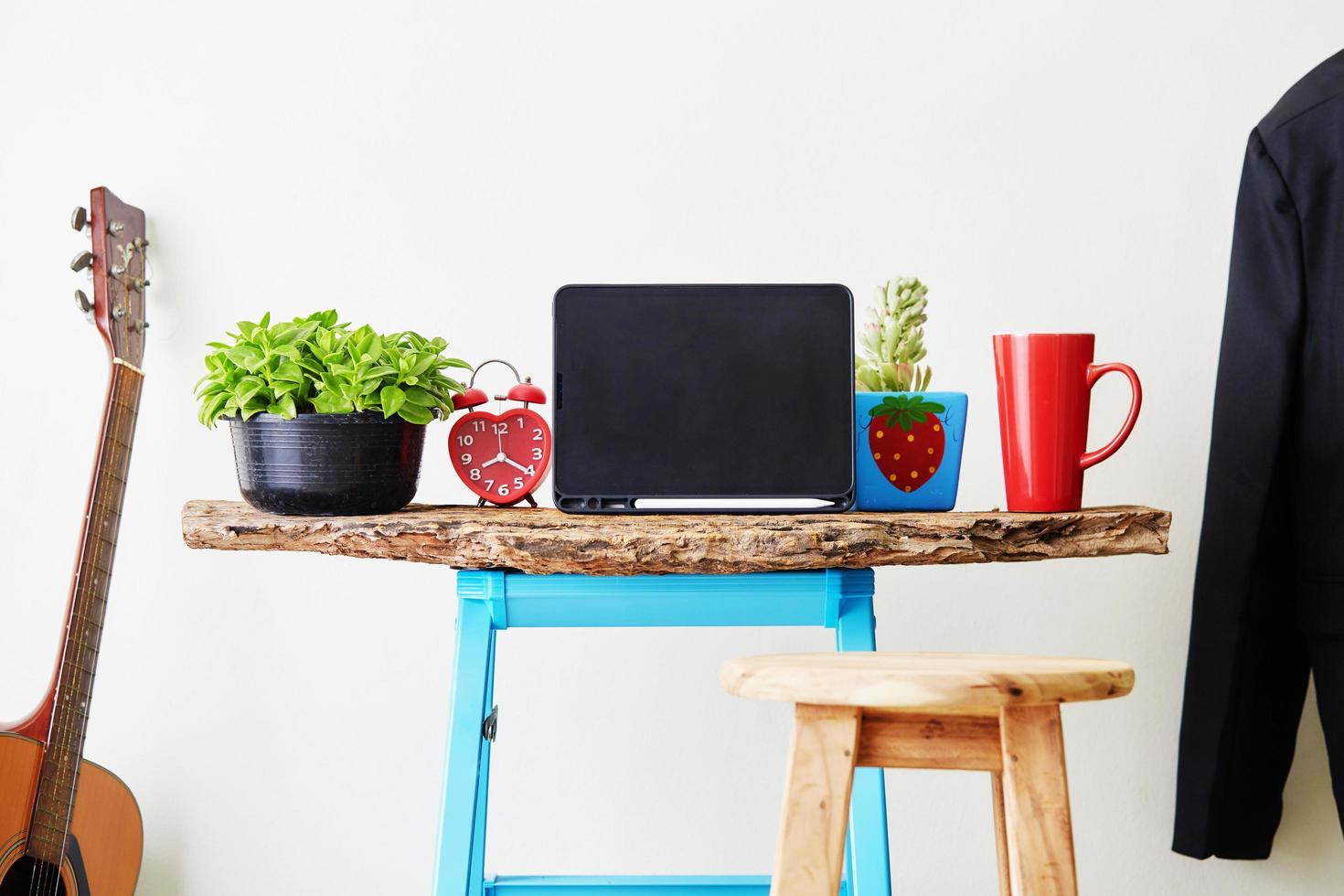 maqueta de tableta de oficina en casa foto