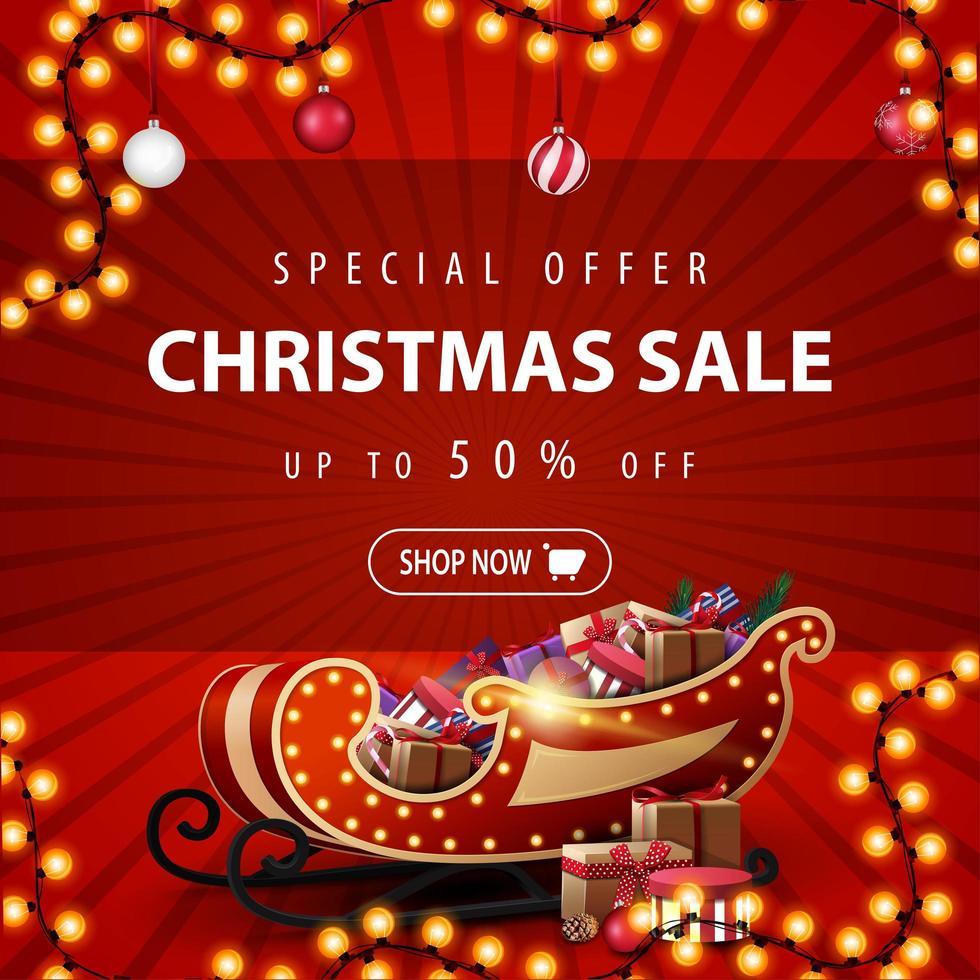oferta especial, venta de navidad, hasta 50 de descuento, hermoso banner rojo de descuento con guirnalda, bolas de navidad y trineo de santa con regalos vector
