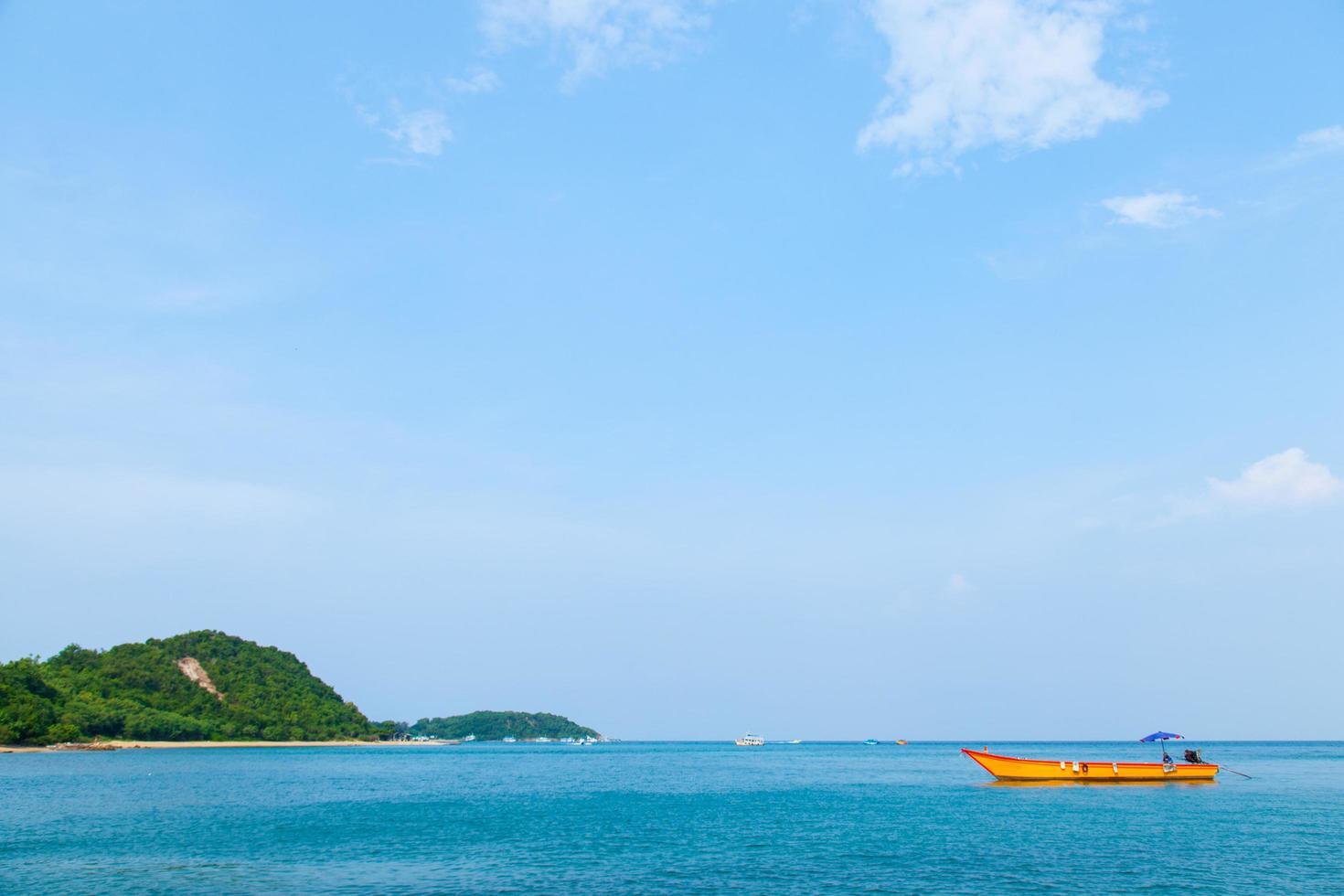 barco en el mar foto