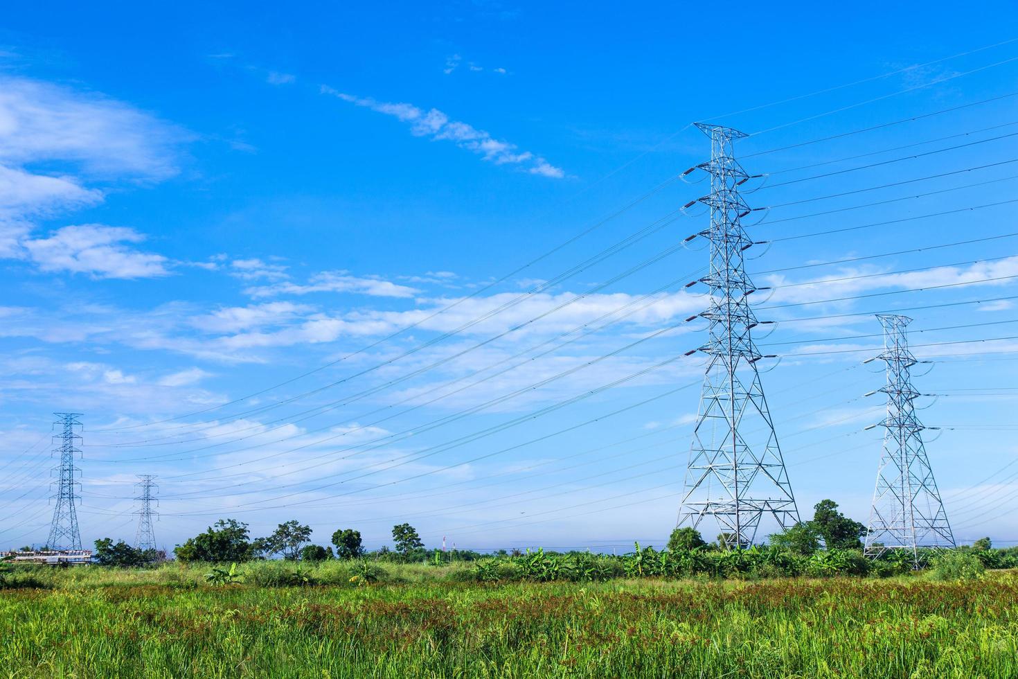 torres de alta tensión en tailandia foto