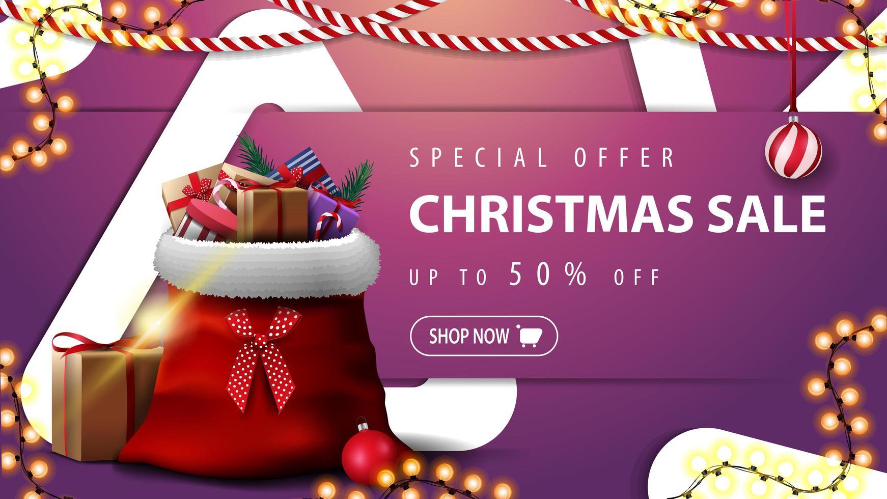 oferta especial, rebajas navideñas, hasta 50 de descuento, banner de descuento rosa con grandes triángulos entrelazados con el fondo y bolsa de santa claus con regalos vector