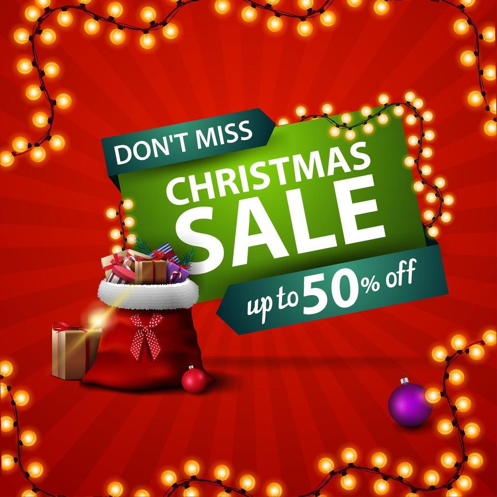 no te pierdas, venta de navidad, banner cuadrado rojo de descuento con bolsa de santa claus con regalos vector