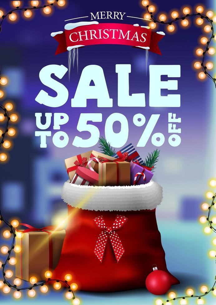 Banner de descuento de Navidad con guirnalda y bolsa de santa claus con regalos. Banner de descuento vertical con paisaje invernal borroso en el fondo vector